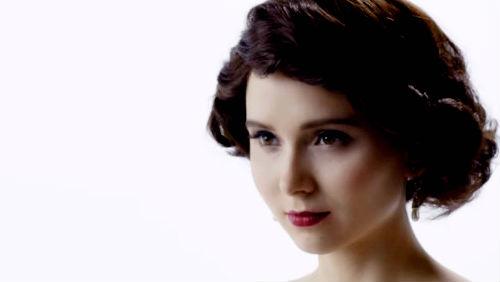 Zajímavá videa: Jak se za 100 let změnily účesy, svatební šaty, podprsenky nebo tetování?