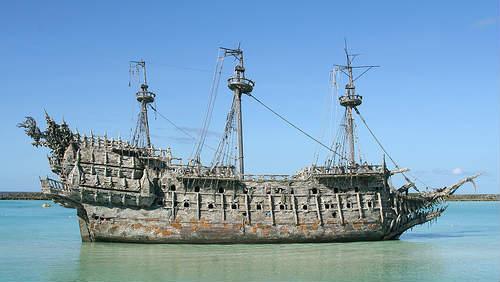 Bludný Holanďan – loď brázdící v mořích