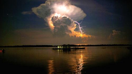 Záhada: Co přitahuje blesky na jezero Maracaibo?