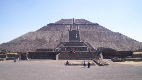 Pyramidy začaly vysílat energii
