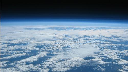 Vědci prý našli v atmosféře mimozemský život
