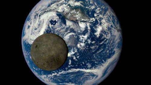 Země v průběhu roku z vesmíru a něco navíc